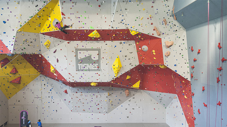 structure et salle d escalade tignespace galerie entre prises